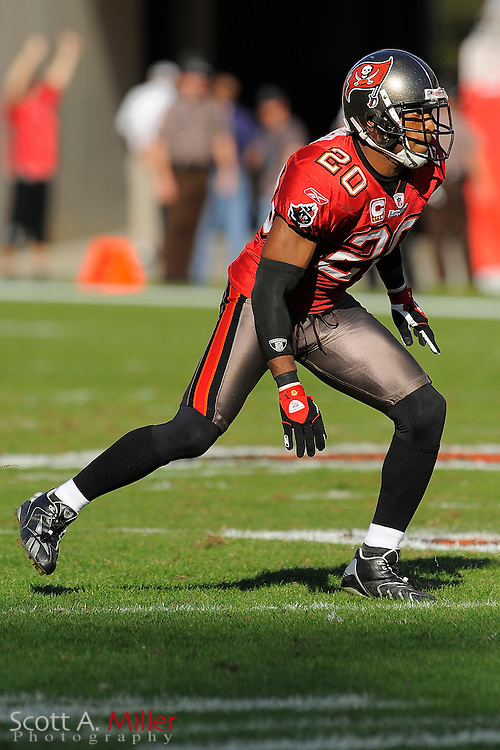 Tampa, Fl: Dec 28, 2008 -- Tampa Bay Buccaneers cornerback Ronde Barber (20) during the Bucs game against the Oakland Raiders at Raymond James Stadium....©2008 Scott A. Miller