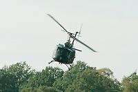 09.10.1995, Germany/Munster:<br /> BELL UH 1D, Leichter Transporthubschrauber der Bundeswehr, Verwendung in Heer und Luftwaffe, Lehrvorf&uuml;hrung der Panzertruppenschule Munster<br /> Image: 19951009-01/03-09<br />  <br />  <br />  <br /> KEYWORDS: Hubschrauber, Waffe, helicopter, wappon,