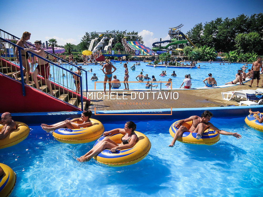 Vicolungo (NO), Ondaland Acquapark è il parco acquatico più grande del Piemonte, inaugurato nel 2005 si sviluppa su oltre 120.000 metri quadrati, con una serie di attrazioni acquatiche per tutta la famiglia. VicoLungo (NO), Ondaland water park is the largest water park in Piedmont, opened in 2005 is spread over more than 120,000 square meters, with a number of water attractions for the whole family.