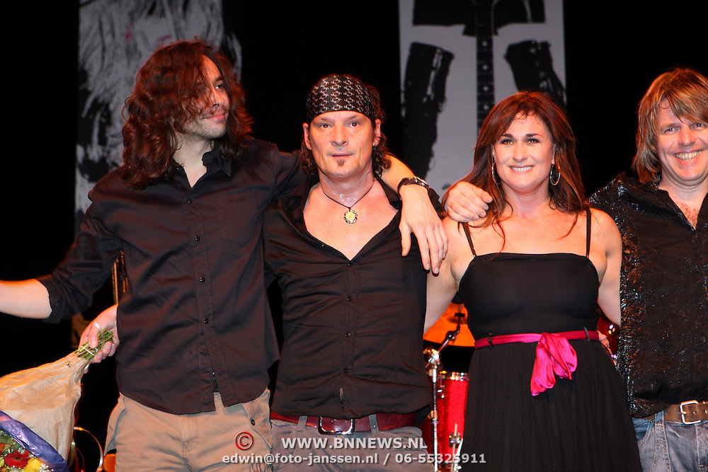 NLD/Hilversum/20080121 -  Start ROK theatertour Laura Vlasblom, Laura en drummer Jeroen Molenaar
