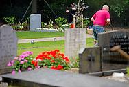 LAGE VUURSCHE - Op de begraafplaats in Lage Vuursche is de grafsteen geplaatst op het graf van Prins Friso. De prins werd op 16 augustus vorig jaar begraven, nadat hij overleed aan de gevolgen van de complicaties die zijn opgetreden door de hersenbeschadiging die hij opliep bij het ski-ongeluk op 17 februari 2012. COPYRIGHT  robin utrecht  The Netherlands, Tombstone Prince Johan Friso on graveyard Lage Vuursche near Castle Drakensteyn in Baarn.