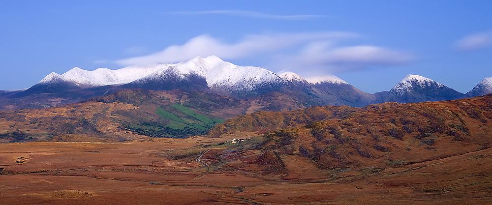 Winter Panorama of Carrauntoohil, County Kerry, Ireland / ba035