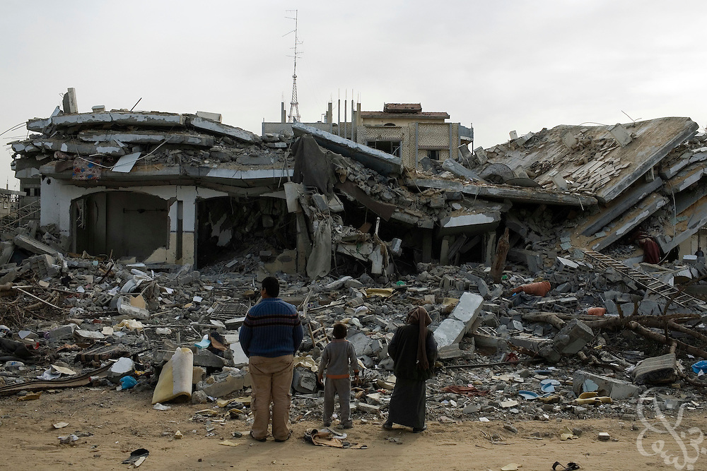 Palestinians look out over the rubble of homes destroyed during continuing bombing by the Israeli Air Force along the Philadelphi corridor in Rafah Gaza January 16, 2009. The Israeli Defense Forces claim their sustained campaign has significantly degraded smuggling tunnels along  the corridor and the damaged the ability of HAMAS to smuggle weapons and cash into the Strip. (Photo by Scott Nelson/World Picture Network for the New York Times)