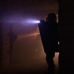 Entra&icirc;nement des policiers du RAID (Recherche Assistance Intervention Dissuasion) en compagnie du militaires des forces sp&eacute;ciales.<br /> Intervention sur une prise d'otage r&eacute;alis&eacute;e dans un fort de r&eacute;gion parisienne.<br /> Septembre 2011 / Bi&egrave;vres / Yvelines (78) / FRANCE<br /> Cliquez ci-dessous pour voir le reportage complet en acc&egrave;s r&eacute;serv&eacute;<br /> http://sandrachenugodefroy.photoshelter.com/gallery/2011-09-Exercice-de-prise-dotage-au-RAID-Complet/G0000SLEs8FT8e7o/C0000yuz5WpdBLSQ