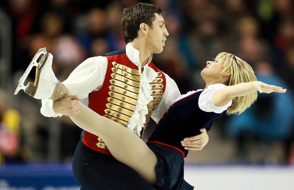20101030 -- Kingston, Ontario -- Kirsten Moore-Towers and Dylan Moscovitch of Canada skate to a second place finish in the pairs competition at Skate Canada International in Kingston, Ontario, Canada, October 30, 2010. <br /> AFP PHOTO/Geoff Robins