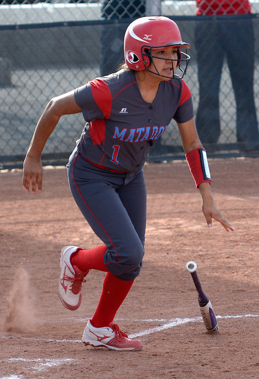 gbs032117o/SPORTS -- Sandia's Jenai Hernandez, 1, gets a hit during the game at Volcano Vista on Tuesday, March 21, 2017. (Greg Sorber/Albuquerque Journal)