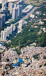 A Rocinha e um bairro-favela localizado na cidade do Rio de Janeiro. Destaca-se por ser uma das maiores favelas da cidade, contando com cerca de 60 mil habitantes. Bairro de classe alta, Sao Conrado, a esquerda. A proximidade entre as residencias de classe alta e da Rocinha marca um profundo contraste urbano  de desigualdade social na paisagem da regiao./ Rocinha slum and a neighborhood located in the city of Rio de Janeiro. It is notable for being one of the largest slums in the city, with about 60 000 inhabitants. Upscale neighborhood, Sao Conrado, left. The proximity between the upper-class residences and Rocinha marks a sharp contrast of urban social inequality in the landscape of the region. RJ, Brasil - 2011