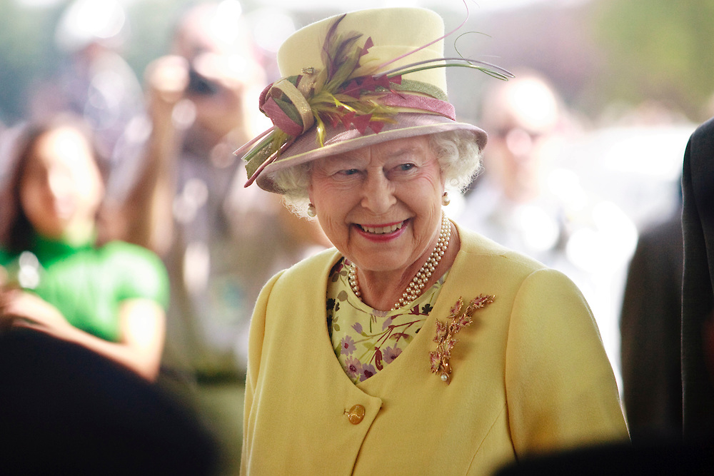 Queen Elizabeth II  smiles to veterans assembled outside of Research in Motion as she arrives for a tour of the facilities in Waterloo, Ontario, July 5, 2010.<br /> AFP/GEOFF ROBINS/STR