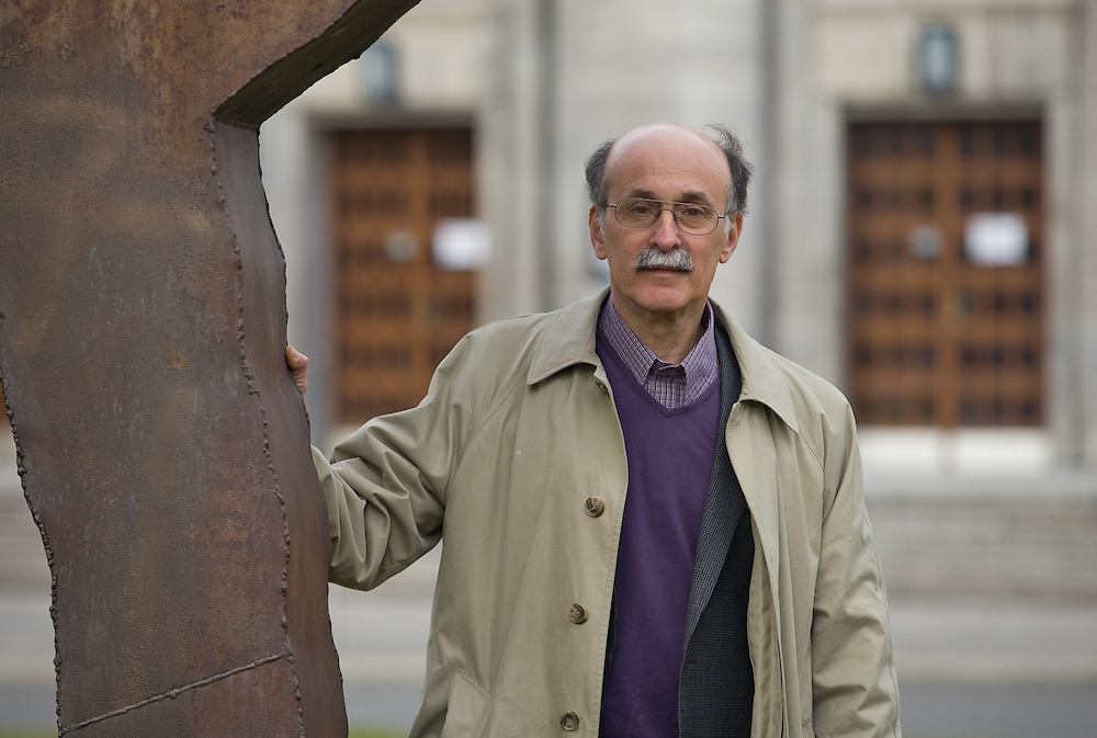 USA - ROBERT MEEROPOL, 61, whose parents Ethel & Julius ROSENBERG were executed as communist spies in 1953, when Robert was 6 years old. He and his older brother Michael were eventually adopted by folk musician Abel Meeropol and his wife Anne, and took their last name.HERE: ROBERT MEEROPOL in Berlin-Mitte, 10.03.2009; copyright by Christian Jungeblodt.