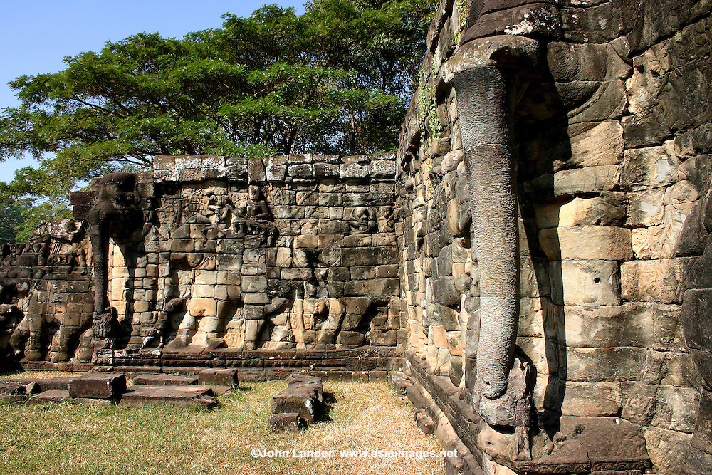 Terrace of the elephants angkor thom john lander for Terrace of the elephants
