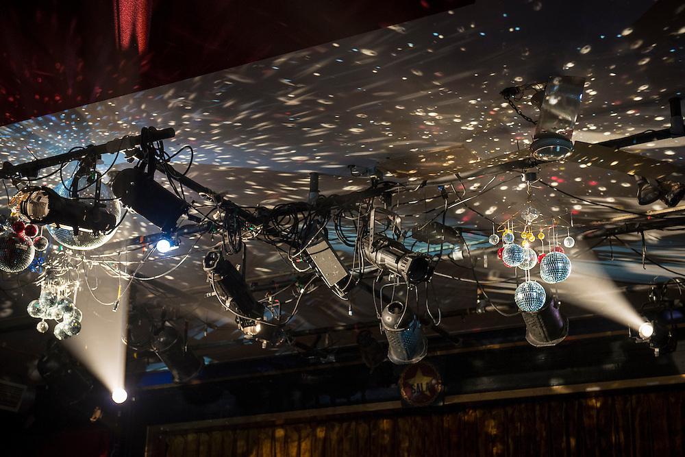 FANTASMAGORIES #2, La Sala Rossa, Vendredi 24 octobre 2014 20h00. Sous la douce poigne de plume des animateurs GdAGdA Steeve (Steeve Dumais) et Nat (Nathalie Derome)<br /> Avec B&eacute;linda Campbell, Simon Boulerice, Deke&ccedil;&eacute; (Kim Perreault, H&eacute;l&egrave;ne &Eacute;lise Blais), Christine Bellerose, Matt Wiviott, Soizick H&eacute;bert, Frederick Desroches, Krin Maren Haglund, Philippe David.