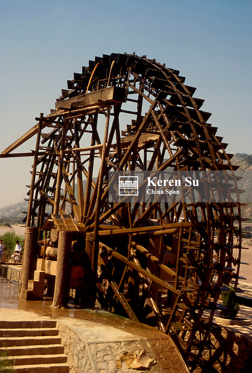 Turn-over wheel, ancient irrigration system along the Huanghe (Yellow River), Lanzhou, Gansu Province, China