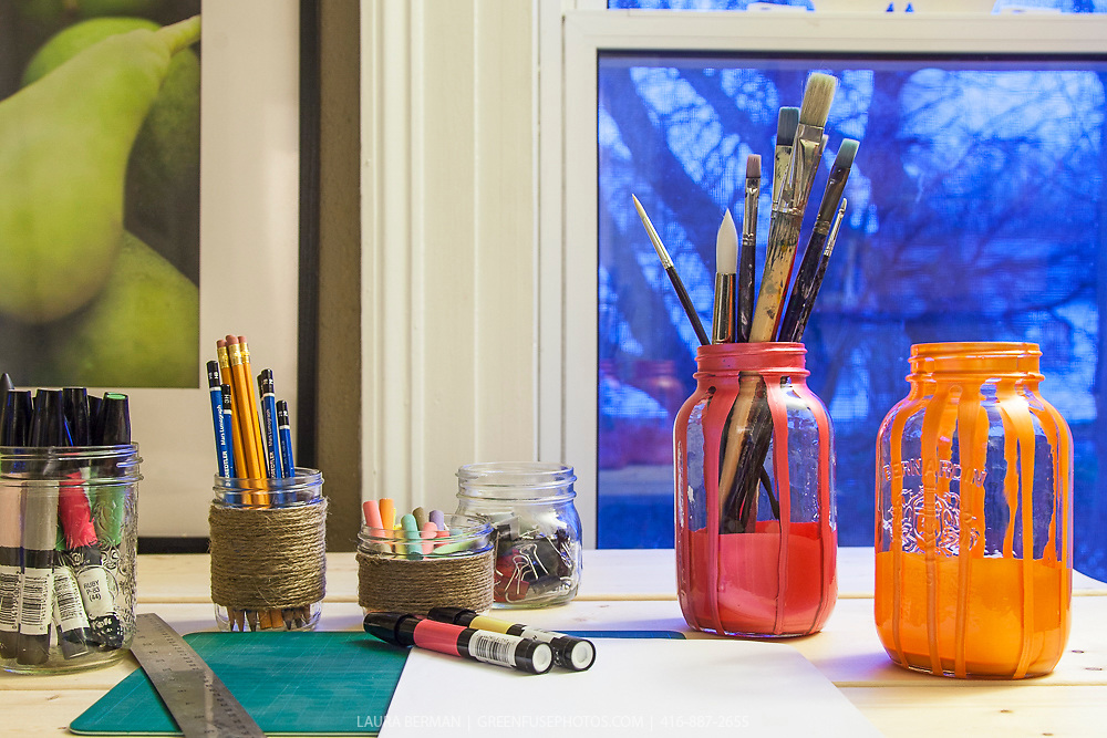 Mason jar crafts: pencil, paint brushes, chalk jars.
