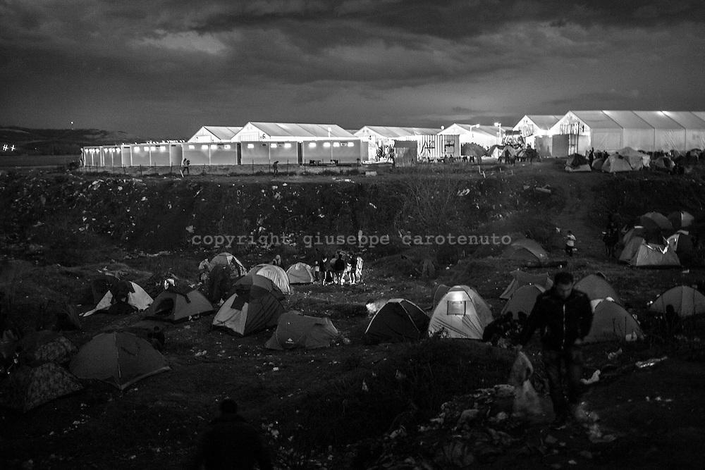 04 March 2016, Greece, Idomeni - Migrants and refugees wait to cross the Greek-Macedonian border near the village of Idomeni.