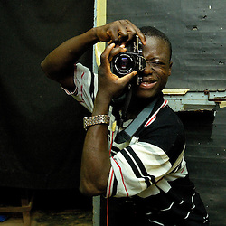 BEING SHOT AT ZIM'S STUDIO / MARS 2006, NATITINGOU, BENIN / ANTOINE DOYEN