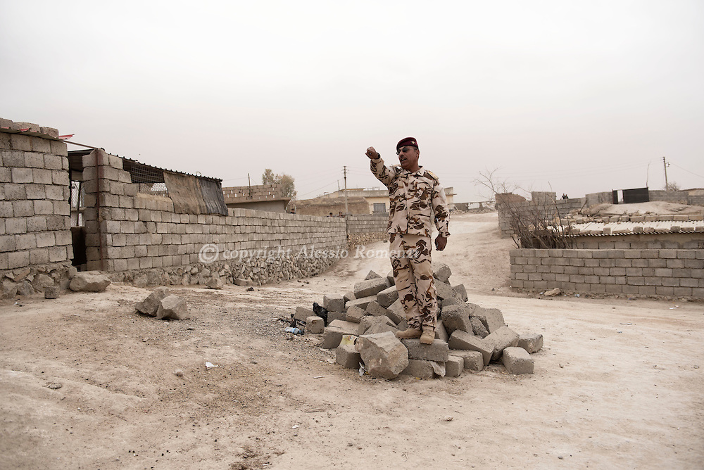 Iraq, Nineveh Governorate: Colonel Ibrahim gesture at Iraqi army soldiers asking to be let into the army facility on November 2016. Alessio Romenzi