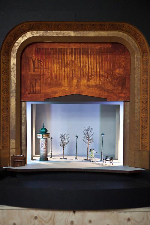 """Les coulisses des préparatifs de la comédie musicale """"Un américain à Paris"""" au Théâtre du Châtelet. Bureau d'étude, conception des maquettes pour les décors."""