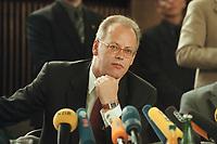 10 JAN 2001, BERLIN/GERMANY:<br /> Rudolf Scharping, SPD, Bundesverteidigungsminister, waehrend einer Pressekonferenz zur Verwendung von uranhaltiger Munition, Bundesverteidigungsministerium<br /> IMAGE: 20010110-02/02-15