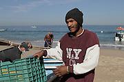 Juan Pablo llega con la pesca de la mañana a la Cooperativa de Pescadores Rosita en  Puerto Vallarta.