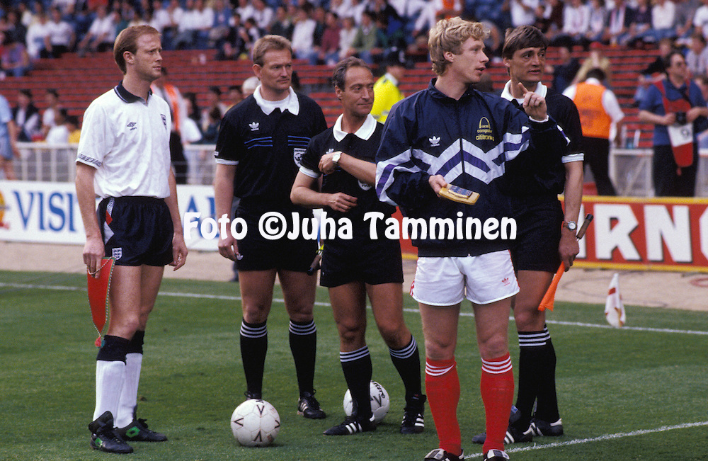 21.05.1991, Wmbley, London..Friendly International match, England v USSR.Captains Mark Wright (England) and Alexei Mikhailichenko (USSR) with referee Emiliano Soriano Aladren (Spain). Linesman on left is Peter Mikkelsen (Denmark).©Juha Tamminen