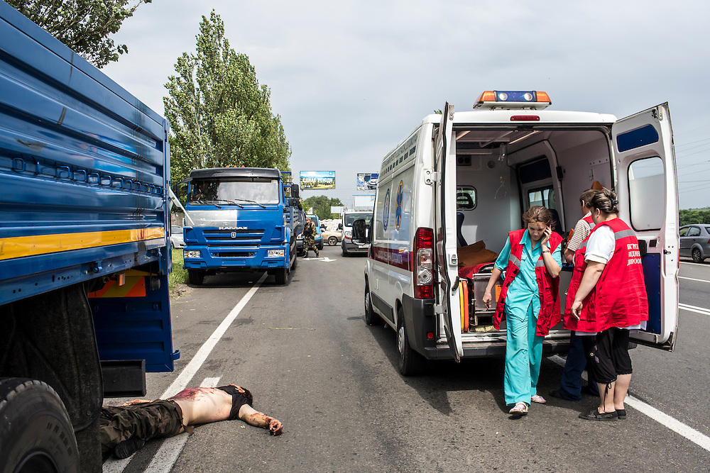 PISKY, UKRAINE - MAY 23: Medics arrive to retrieve the body of a pro-Ukrainian militia fighter following a fight with the Vostok Battalion, a pro-Russia militia, on May 23, 2014 in Pisky, Ukraine. At least eight people between the two sides, including one civilian, were killed in an early morning firefight when the Donbass Battalion, a pro-Ukraine militia, attacked a Vostok Battalion checkpoint in the nearby town of Karlivka. (Photo by Brendan Hoffman/Getty Images) *** Local Caption ***