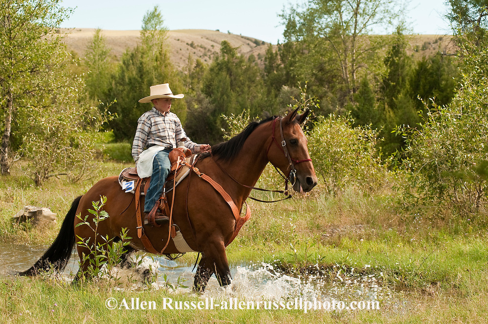 11 year old boy on Quarter Horse competes at Competitive ...