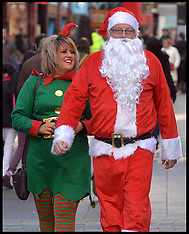 DEC 20 2014 Shoppers on the Last Saturday Before Christmas
