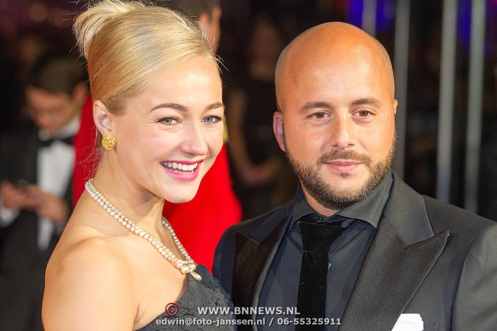 NLD/Utrecht/20151002 - NFF 2015, Gouden Kalveren inloop, Carolien Spoor en partner Jon Karthaus