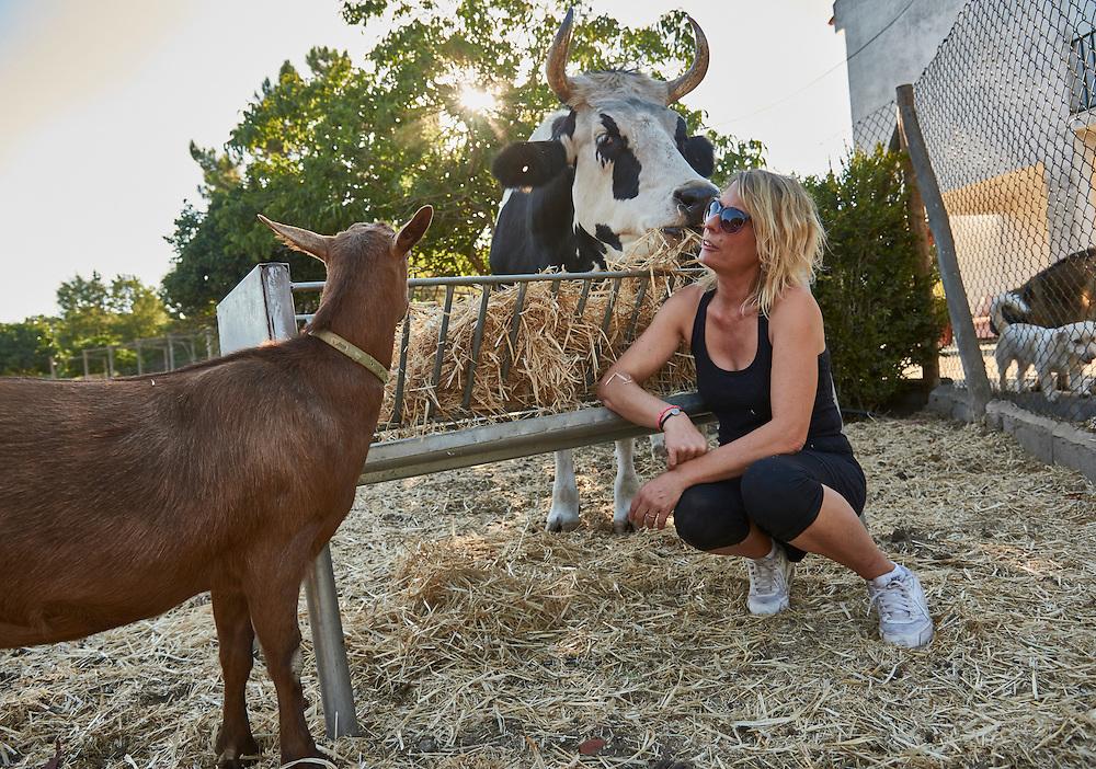 Palmela, 09/09/2016 - Paralelamente &agrave; sua actividade musical, Sandra, ex Sitiados, d&aacute; vida a um projeto de recolha de animais feridos.<br /> (Paulo Alexandrino / Global Imagens)