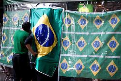 Copa do Mundo 2010, dia de jogo entre selecoes brasileira e chilena. Bairro Cerqueira Cesar/ World Cup 2010 game day between Brazil and Chile. Cerqueira Cesar neighborhood. Sao Paulo, Brazil - 2010