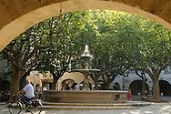 France, Languedoc roussillon, Gard (30), Uzès, place aux herbes