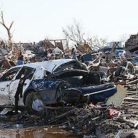 A tornado-destroyed police car sits on the street in Moore, Oklahoma May 21, 2013. A massive tornado tore through a suburb of Oklahoma City, wiping out whole blocks and killing at least 24.   REUTERS/Rick Wilking (UNITED STATES)