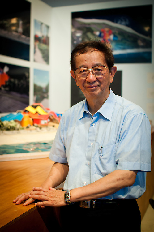 Dr. Yuan-Tseh Lee / The Nobel Prize in Chemistry 1986<br /> <br /> Yuan-Tseh Lee born November 19, 1936, is a Taiwanese-American chemist. He was the first Taiwanese Nobel Prize laureate, who, along with the Hungarian-Canadian John C. Polanyi and American Dudley R. Herschbach won the Nobel Prize in Chemistry in 1986 &quot;for their contributions to the dynamics of chemical elementary processes&quot;. Lee's particular Physical chemistry work was related to the use of advanced chemical kinetics techniques to investigate and manipulate the behavior of chemical reactions for relative large molecules using crossed molecular beams. From January 15, 1994 to October 19, 2006, Lee served as the President of the Academia Sinica of the Taiwan (ROC). In 2011, he was elected head of the International Council for Science.<br /> <br /> --------------------<br /> <br /> Yuan Tseh Lee, naci&oacute; en la rep&uacute;blica de China 1936, es un qu&iacute;mico y profesor universitario taiwan&eacute;s galardonado con el Premio Nobel de Qu&iacute;mica del a&ntilde;o 1986.<br /> <br /> Panama City, 18-10-2012<br /> Photography by Aaron Sosa<br /> (Copyright &copy; Aaron Sosa)
