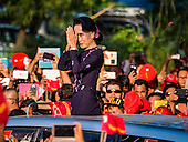 Aung San Suu Kyi Closes Campaign with Huge Rally