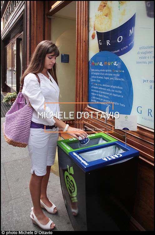 Gelato con cucchiaini e coppette biodegradabili. E non solo. Anche sacchetti portarifiuti e shopper che possono essere riutilizzati per la raccolta differenziata della frazione organica. Ecco come le gelaterie Grom rispettano l'ambiente e diventano sostenibili.