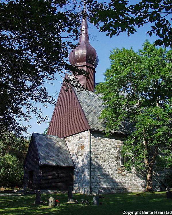 Alstahaug kirke, middelalderkirke av sten, på øya Alsten, sør for Sandnessjøen, Nordland. Oppført på 1100- eller 1200-tallet, av kleberstein. Den er romansk.