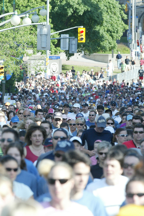 (Ottawa, Ontario---23/05/09)  An overview of the mass start of competitors at the start of the 2009 MDS Nordion 5km race during the Ottawa Race Weekend.  Copyright photograph Sean Burges / Mundo Sport Images, 2009. www.mundosportimages.com / www.msievents.com.