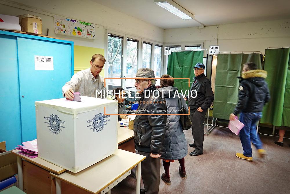 operazioni di voto a Collegno (TO) per referendum costituzionale del 4 dicembre 2016