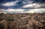 Pompei, Napoli. Una veduta dei resti dell'antica città di Pompei, seppellita sotto una coltre di ceneri e lapilli durante l'eruzione del Vesuvio del 79 d.c; A general view of the old archeological ruins of Pompeii city.