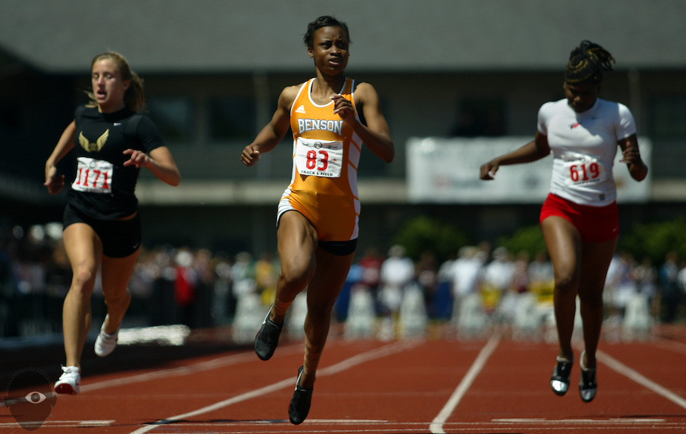05/23/2009 - Benson's Kayla Smith (83, center) cruises to a win over Southridge's Kelsey Hones (1171, left) and Lincoln's Arlisha Davis (619, right) amongst others in the 6A Girl's 100 Meter Dash. The 2009 OSAA/U.S. Bank/Les Schwab Tires 6A-5A-4A Track and Field State Championships were run at Hayward Field in Eugene, Oregon.....KEYWORDS:  City, Portland, sports, Oregon, high school, OSAA, boys, girls, PIL, run, University, team