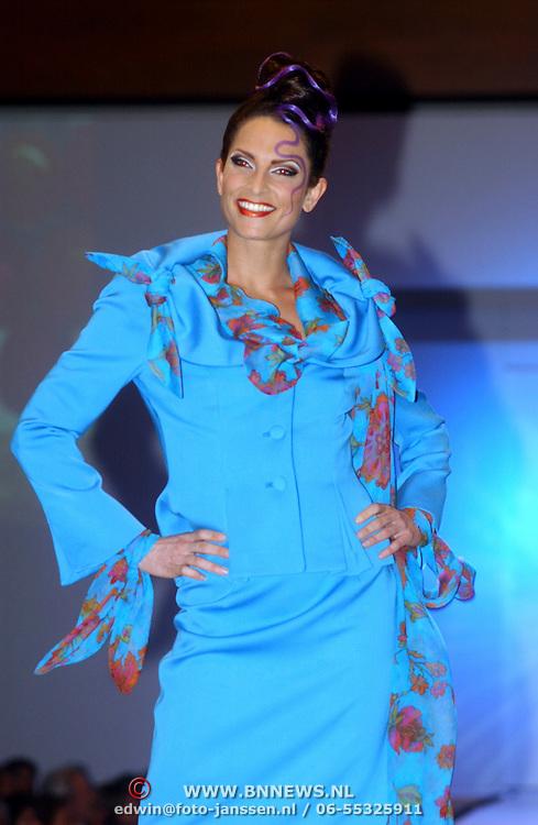 Modeshow Ronald Kolk 2005, Caroline Beuth.model, mannequin