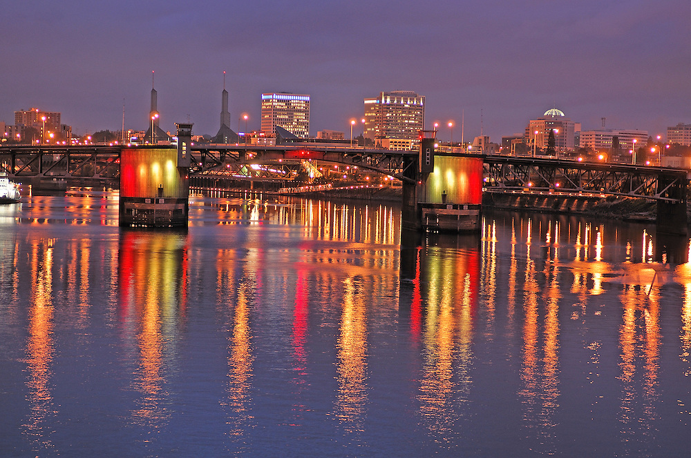 view over Willamette River, Dawn, Downtown Portland, Oregon, USA
