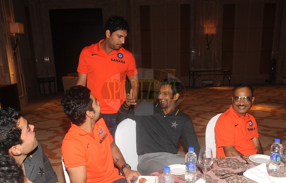 Image result for pakistani and indian cricketers dinner together