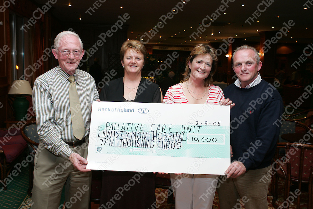 Pictured at a cheque presentation to the Friends of Ennistymon Hospital from West Clare Mini maratron Committe in the Falls Hotel were:<br />