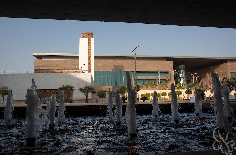 A fountain helps cool a shady area on the King Abdullah University of Science and Technology (KAUST) campus.  KAUST is an international, graduate-level research university dedicated to inspiring a new age of scientific achievement in the Kingdom that will also benefit the region and the world. Photo by Scott Nelson.