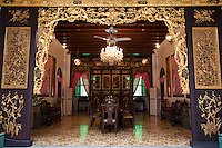 The Peranakans also known as the Babas and Nyonyas was a prominent community of Chinese unique to Penang and other Straits towns. The Peranakans created a unique, rich lifestyle  which left behind a legacy of antiques and cultural influences that are still evident in Penang today.  The Pinang Peranakan Mansion was a typical home of a rich Baba of a century ago is recreated to offer a glimpse of their opulent lifestyle and of their many customs and traditions.