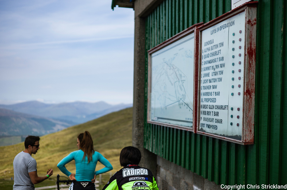 Nevis Range, Fort William, Scotland, UK. 4th June 2016. Marine Caribou of France warms up for her qualifying run. The worlds leading mountain bikers descend on Fort William for the UCI World Cup on Nevis Range.