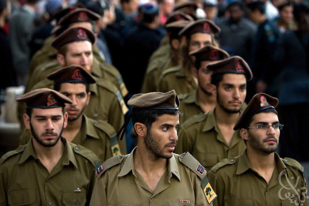 Israeli soldiers stand at attention before leading the funeral of Major Dagan Vertman, 32,  at the Mt. Herzl cemetery in Jerusalem, Tuesday, Jan. 6, 2009. Vertman and two other soldiers were killed Monday night when an  Israeli tank mistakenly fired on their position in an apparent friendly-fire incident according to the Israeli army.