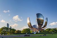 FLORALIS GENERICA (ESCULTURA DE EDUARDO CATALANO), PLAZA DE LAS NACIONES UNIDAS, BARRIO DE RECOLETA, CIUDAD DE BUENOS AIRES, ARGENTINA (PHOTO © MARCO GUOLI - ALL RIGHTS RESERVED)