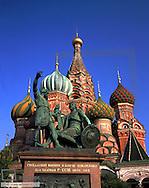 Moskau, die Basilius Kathedrale mit Minin und Poharski Denkmal